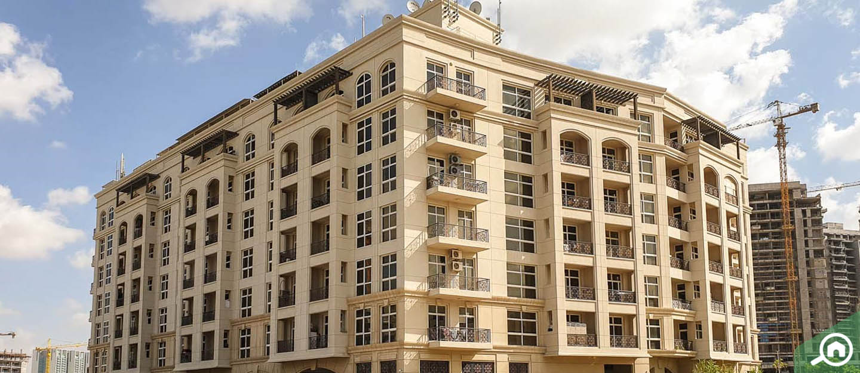 La Fontana Apartments, Arjan