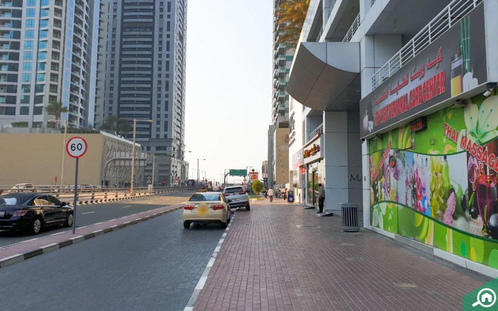 مواقف سيارات قريبة من برج ماج 218