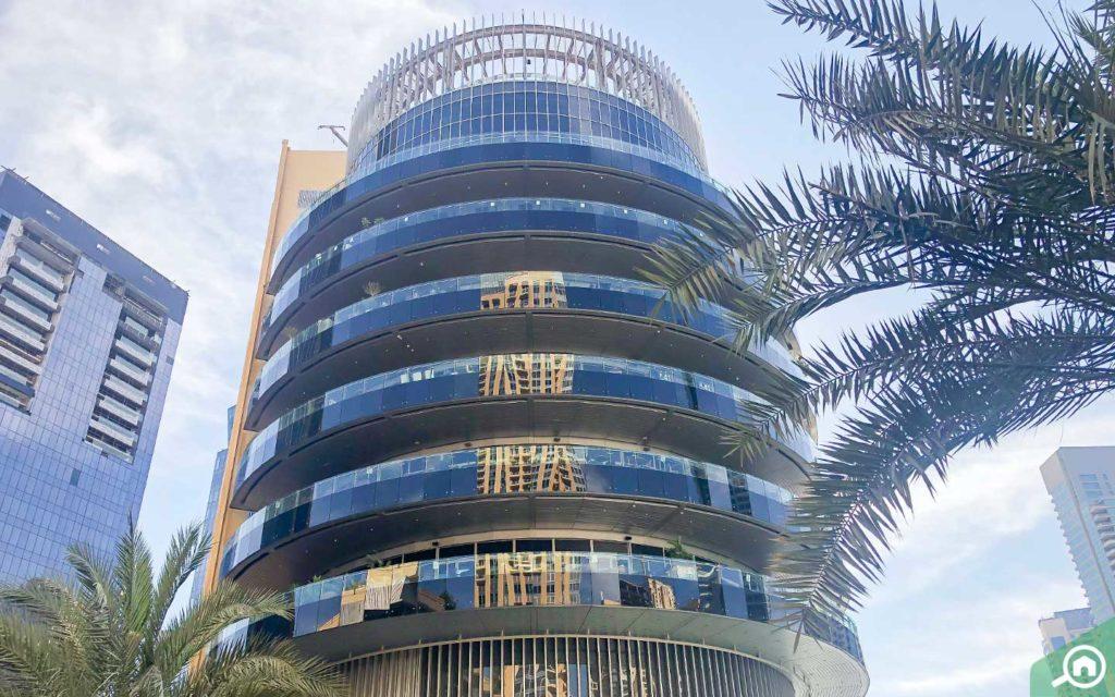 signature building with restaurants