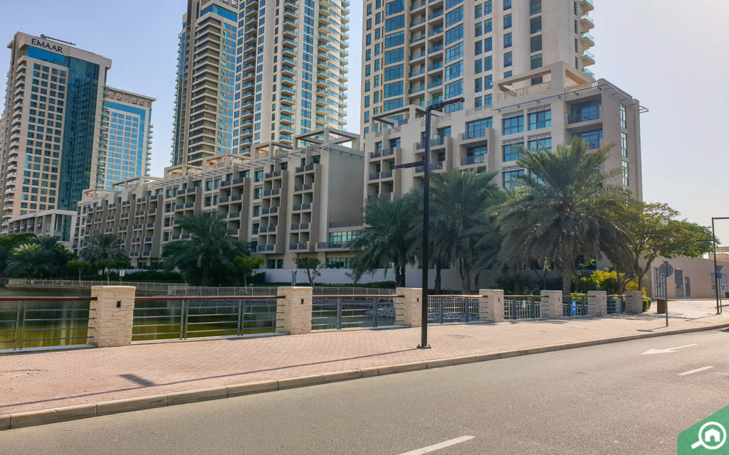 waterfront apartments in the links west