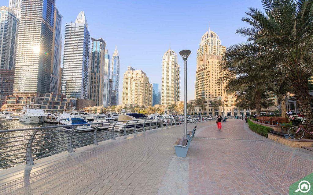 Walkway dubai marina walk by Emaar
