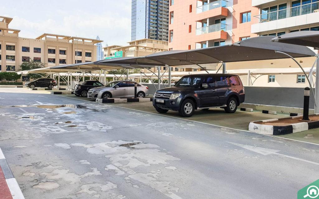 مواقف سيارات روز 6 دبي