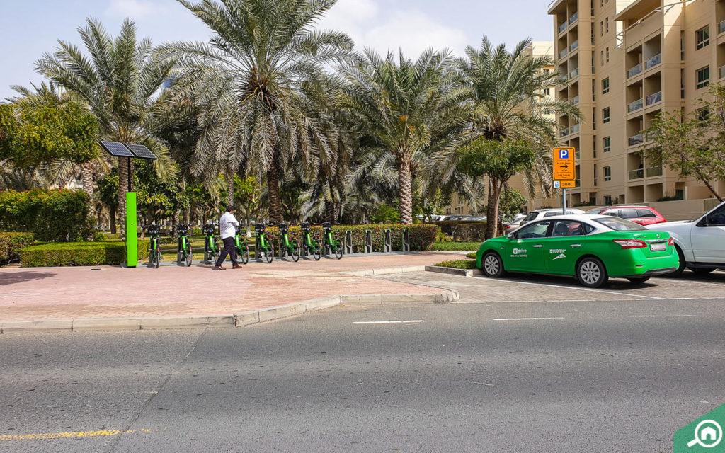 خدمة تأجير السيارات والدراجات الهوائية في دبي