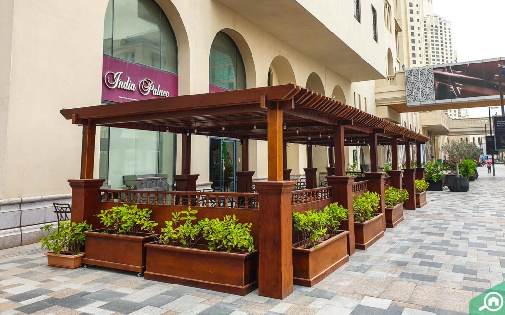 Outdoor seating for a restaurant