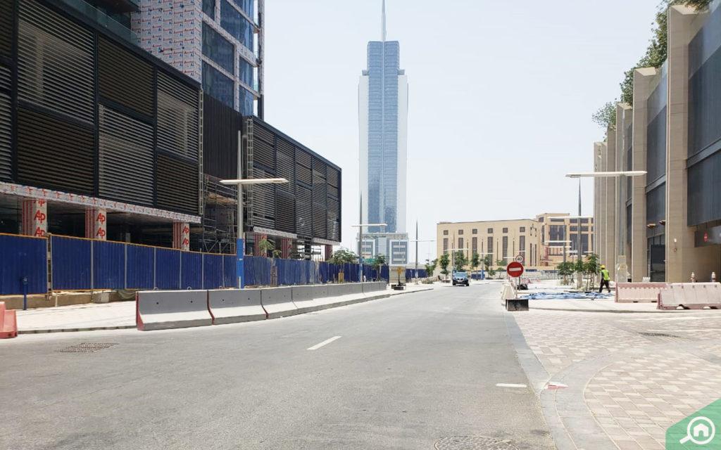 شارع رئيسي مجاور لمبنى 8 بوليفارد ووك