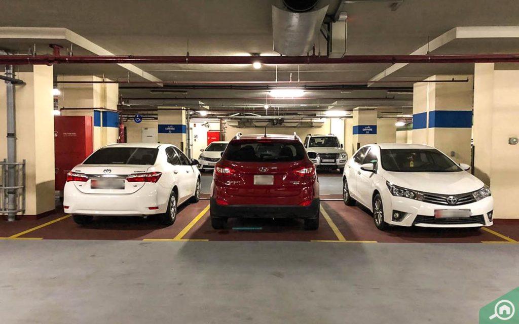 موقف سيارات في باي سكوير دبي