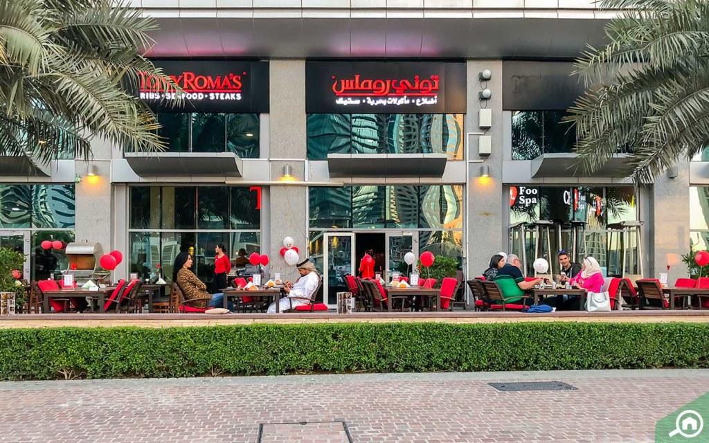 مطعم توني روماس في ممشى دبي مارينا