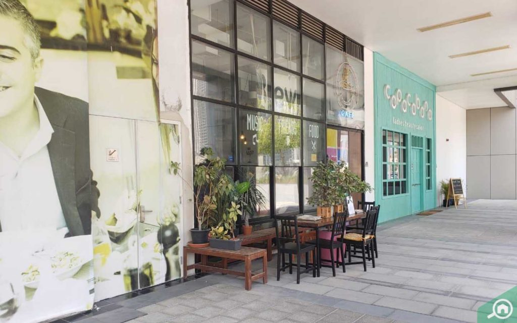 cafe in damac maison cour jardin