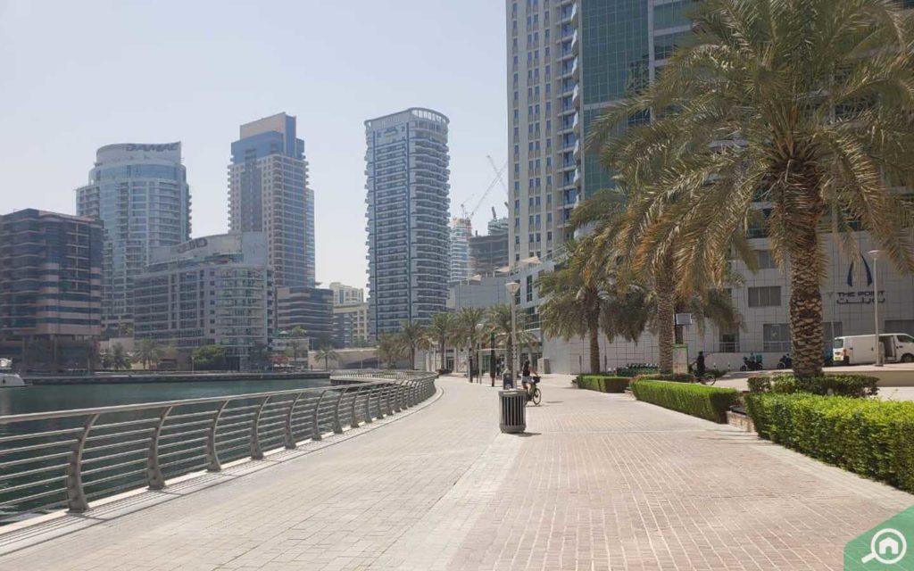 walkway path in Dubai Marina Walk