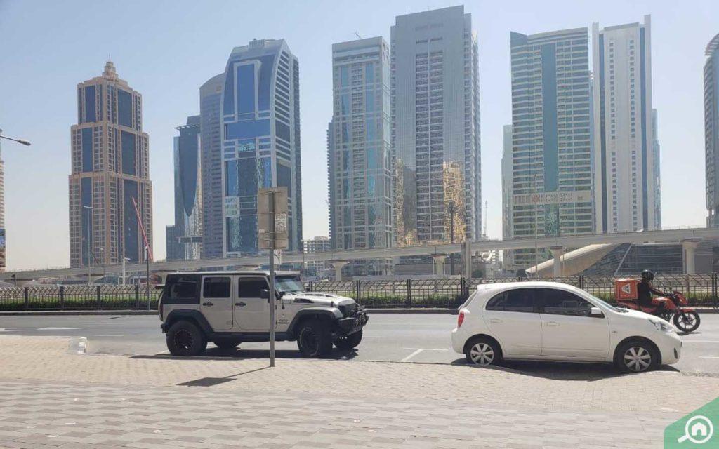 موقف سيارات في ذا كاسكيدز في دبي مارينا