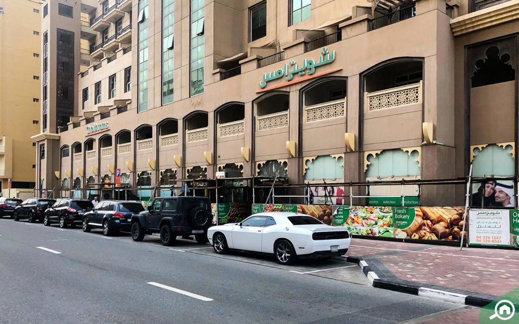 سوبر ماركت شويترامس في برج واحة الينابيع في دبي