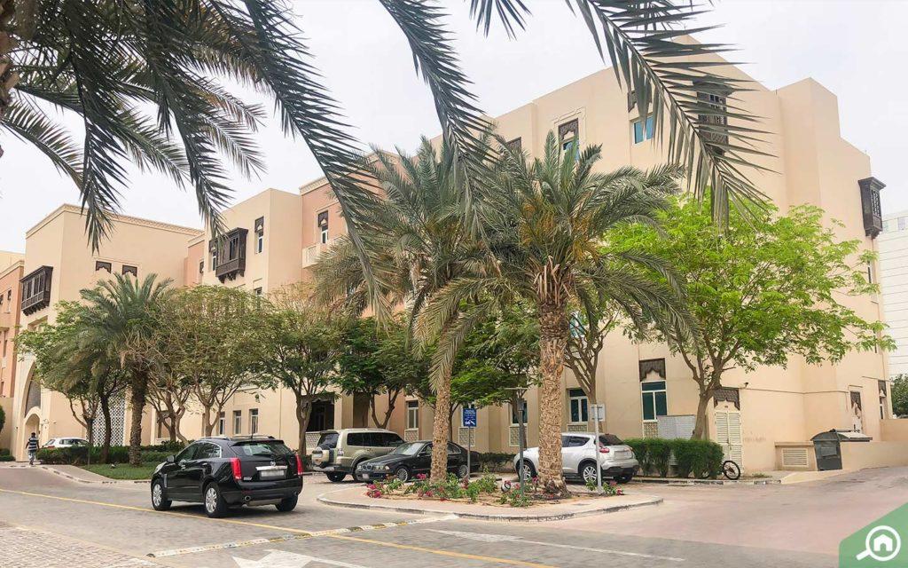 موقف سيارات للزوار في مشروع مساكن الفرجان