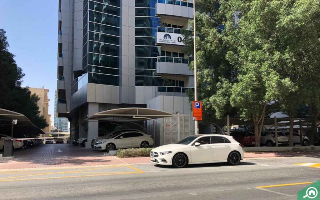 parking in avari tecom building, barsha heights