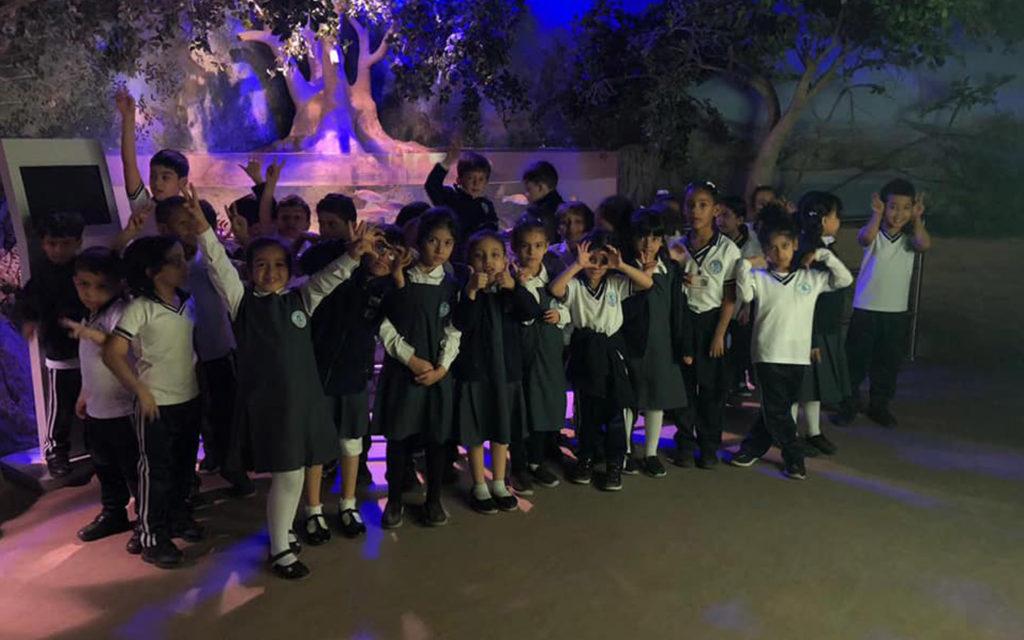 زيارة طلاب إلى متحف التاريخ الطبيعي ومتحف الطفل