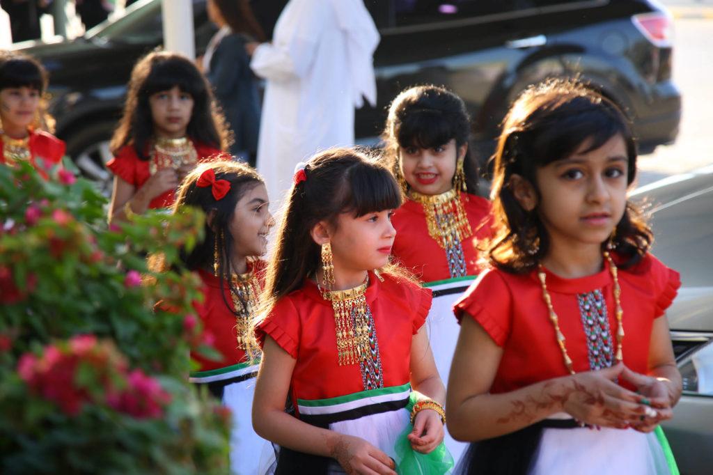 احتفال طالبات في اليوم الوطني الاماراتي