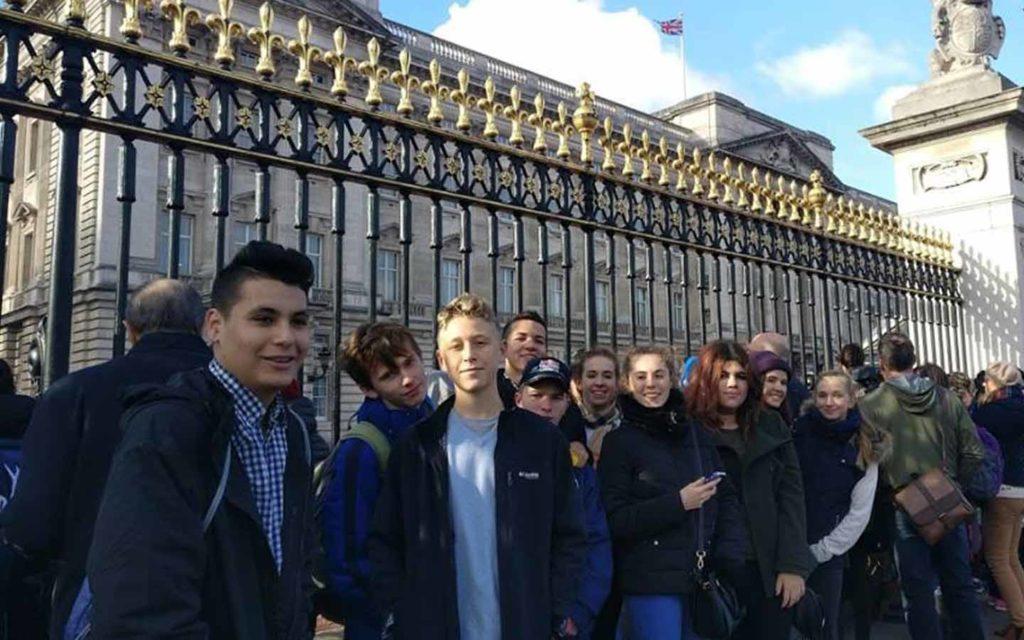 مجموعة طلاب في لندن
