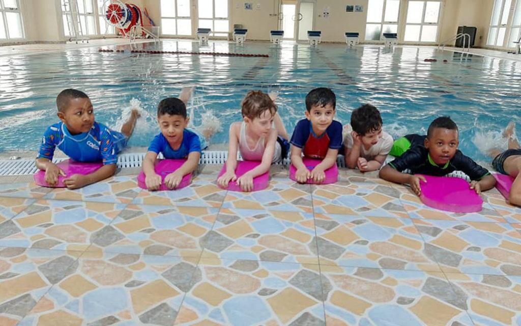 مسبح مدرسة المنارة الخاصة