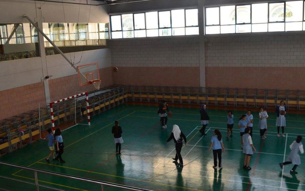 ملعب رياضي داخل حرم مدرسة الوردية الخاصة مويلح