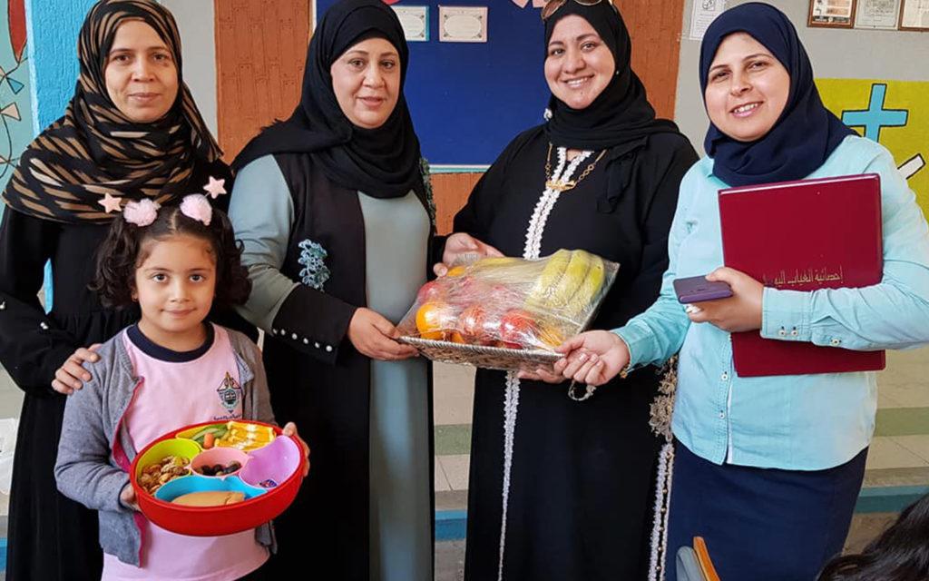احتفال المعلمات والطالبات في يوم الغذاء العالمي