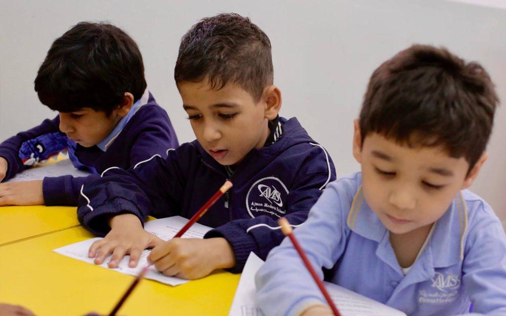 طلاب داخل الصف الدراسي